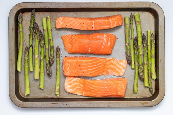Healthy-Memorial-Day-Recipe-Grilled-Asparagus-Salmon